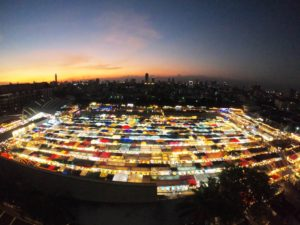 バンコクのラチャダー鉄道市場