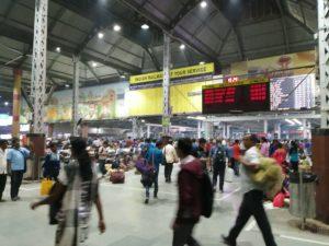 コルカタのハウラー駅